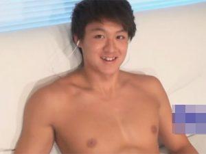 【ゲイ動画ビデオ】19歳の爽やかイケメンラガーマンのカッチカチのチンポを手コキやフェラチオやオナホ責めでイカせる!