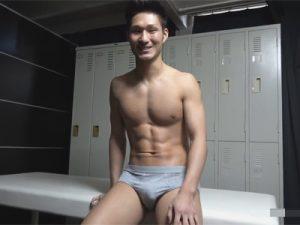 【ゲイ動画ビデオ】雄臭い腹筋キレキレのスポメンが初潮吹き…前立腺を指で責められおしっこのような勢いで迸るエロ体液!