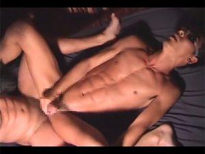 【ゲイ動画】サーファー系のスジマッチョな競パンのウケがバリエーション豊かな体位でケツマンをガン掘られ!