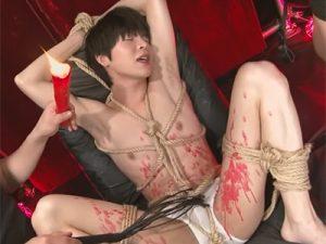 【ゲイ動画ビデオ】可愛い顔が苦痛と快楽で歪む…4人のイケメンが縛られ蝋燭を垂らされ犯されるSMセックス!