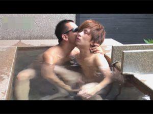 【ゲイ動画】露天風呂でジャニーズ系のスリムなイケメンと相互フェラをし傍らの洗い場でアナルセックス!
