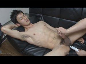 【ゲイ動画ビデオ】男性経験は2回だけのスジ筋イケメンの綺麗なケツマンにバイブを突っ込み手コキ責めでイカせる!