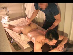 【ゲイ動画】オイルマッサージでゲイのスタッフにアナルを指でイジられて感じAFにハッテンしハメられるお客さん!