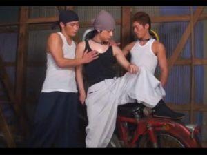 【ゲイ動画ビデオ】ガテン系の3人のイケメンがケツ穴を掘り合うリバセックスや連結セックスで雄汁をぶっ放す!