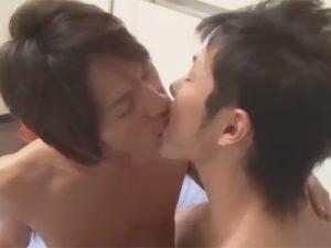 【ゲイ動画ビデオ】スジ筋の男がキスをしながら本気で愛し合いながらアナルセックスを楽しむことになる!