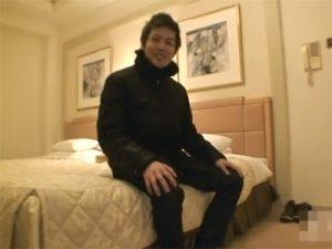 【無修正ゲイ動画】イケメン素人がホテルの中でオナニー姿を見せてくれてイキ顔もたのしませてくれる!
