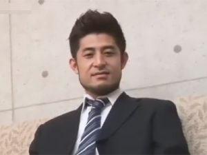 【ゲイ動画】34歳の既婚で子持ちのノンケサラリーマンがゴーグルマンを相手に激しい腰振りでケツマンをガン掘りする!