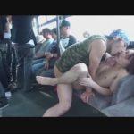 【ゲイ動画】ホスト系イケメンが満員バスでゲイの痴漢に狙われケツマンをレイプされて手コキで精液を搾り取られる!