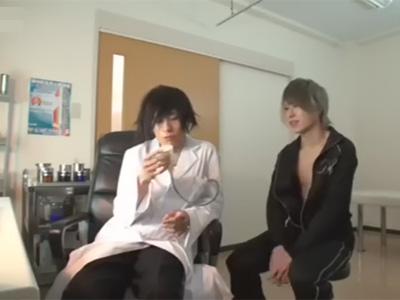 【ゲイ動画】イケメン変態医師による診察…患者のおしっこを検尿しケツ毛を剃毛してアナルを犯すセックス治療!