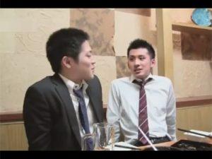 【ゲイ動画ビデオ】出張中に性欲が溜まっているノンケ後輩のチンポをつまみ食いする先輩…スーツを乱してケツマン性交にハッテン!