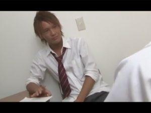 【ゲイ動画ビデオ】金髪と黒髪の細身の男子校生が放課後の教室でアナルセックスを堪能しちゃう!