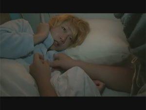 【ゲイ動画ビデオ】入院中の病弱な可愛い少年に忍び寄る魔の手…隔離病棟に入院中の精神患者が夜這いにやってきてハメ無しレイプ!