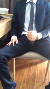 スーツ_オナニー_床射_個人撮影_ゲイ画像1