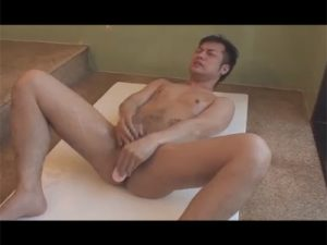 【ゲイ動画ビデオ】マッチョがビーチでオナニーをしたり浴室でアナルセックスをしている姿を見せてくれる!