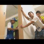 【ゲイ動画】引っ越し屋が作業しているにも関わらずバレないようにスリルを味わいながら立ちバックでハメるイケメンカップル!