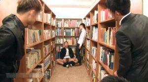 図書館_学ラン_男子学生_ハッテン_ゲイ画像6