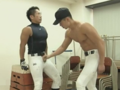 【ゲイ動画】マッチョな野球部の男2人が倉庫として使っている教室でアナルセックスを楽しんでしまう!