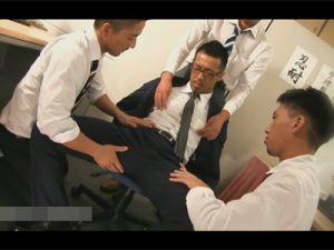 【ゲイ動画ビデオ】マッチョなザーメン中毒の係長は就業後は部下の性処理!事務所で口マンコを使ってもらい今日も奴隷奉仕!