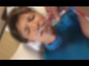 【ツイッターゲイ動画】「イクよ…」と仰向けに寝転がったイケメンの顔や口にザーメンを発射しお掃除フェラもしてもらう!