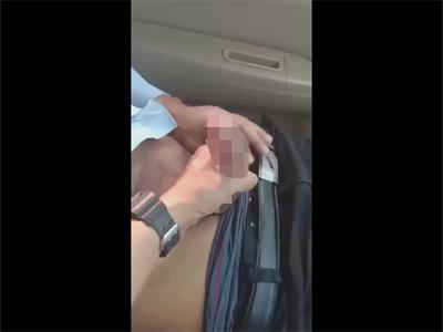 【ツイッターゲイ動画】車を運転しながら助手席の血管ビキビキの反りマラを手コキでご奉仕する運転手!