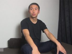 【ゲイ動画ビデオ】短髪のイモ系の男がオナニーを楽しんで精液を噴射することになってしまう!