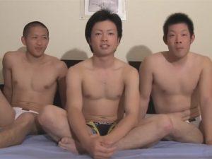 【ゲイ動画】スジ筋なイケメンがマジモンの先輩2人に体を淫乱に攻められて絶頂をすることになる!
