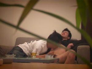 【ゲイ動画ビデオ】面接を受けていた男が面接官に淫乱な技で犯されている姿を盗撮されてしまう!