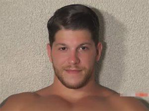 【無修正ゲイ動画】白人のイケメンがアナルプラグやディルドを使いながらアナニーを楽しむ!