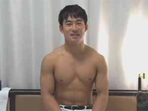 【ゲイ動画ビデオ】体育会系の男がゴーグルマンに全身をいじられて激イキをさせられることになってしまう!