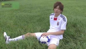 サッカー_野外オナニー_イケメン_ユニフォーム_ゲイ画像2