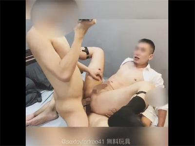 【ツイッターゲイ動画】ケツマンに肉棒を2本挿れられて至福の快感…!淫乱中国人の激しい3Pセックスの個人撮影!