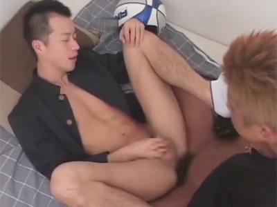 【ゲイ動画】不良な雰囲気の2人の男子学生がアナルセックスで愛を深めて絶頂することになる!