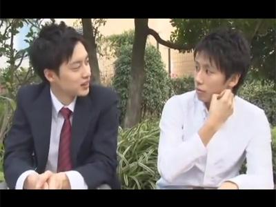 【ゲイ動画】2人のスジ筋の体が魅力的なカップルがアナルセックスを楽しんで愛をたっぷりと深めることになる!