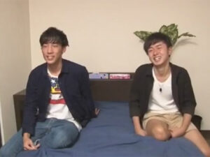 【ゲイ動画ビデオ】友達関係のイケメンがアイマスク姿で対面してからカメラの前でアナルセックスを楽しむことになる!