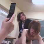【ゲイ動画】DKがいじめられて学校の中で男たちにレイプをされて泣き叫ぶことになってしまう!