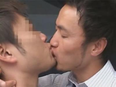 【ゲイ動画】スーツ姿のイケメンサラリーマン2人がラブホで激しく全身をいじりあいながらアナルセックスを楽しむ!