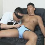【ゲイ動画】柔道の小川直也に似たガチムチな男がゴーグルマンの手コキやフェラチオで果てることになる!