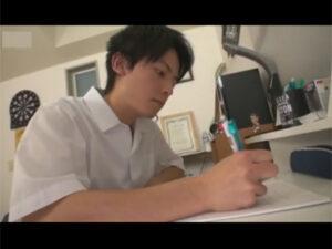 【ゲイ動画ビデオ】スジ筋なさわやか系のイケメンDKが照れながら相手の男とチンコをいじりあいながら精液を噴射することになる!