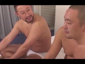 【ゲイ動画ビデオ】2人のぽっちゃりとしているクマ系の坊主な男がアナルセックスで乱れあうことになる!