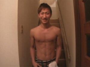 【ゲイ動画ビデオ】ギャル男系なスジ筋な素人の男がオナニー姿をたっぷりと見せることになる!