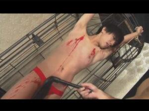 【ゲイ動画ビデオ】可愛い系のスリムな男が拘束をされながらSMプレイで激しく犯されてアナルセックスで乱れてしまう!