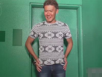 【ゲイ動画】真っ黒に焼けているマッチョな不細工な男が笑顔で全身をスケベに刺激されることになる!