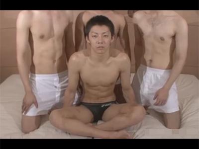 【ゲイ動画】マッチョな体育会系の男が3人の男たちに好きなように全身をいじられて乱交で果てることになる!