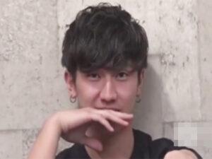 【ゲイ動画ビデオ】スジ筋のイケメンが2人のゴーグルマンに愛撫をしてもらってアナルセックスで昇天させられることになる!