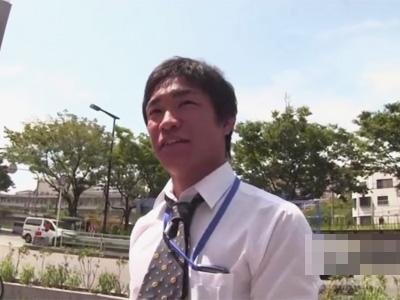 【ゲイ動画】昼休憩にマッチョなサラリーマンの男がスーツ姿でゴーグルマンに愛撫をされてチンコを突っ込まれる!
