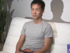 【ゲイ動画ビデオ】スケスケなブリーフ姿になった素人の男が電マの刺激を受けながら手コキで精液を搾り取られることになる!