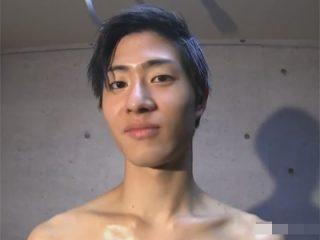 【ゲイ動画】「男性相手は緊張します… 」と言いながらもアナルにチンポを挿れられると感じる筋肉イケメンモデル!
