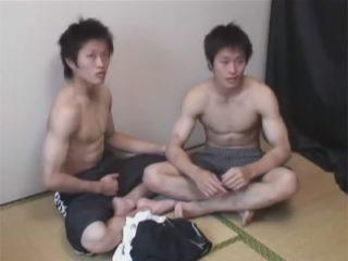 【ゲイ動画】実の弟のアナルに生挿入して中出しする兄…双子の兄弟とゴーグルマンの濃厚な乱交3Pセックス!